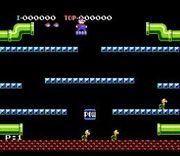 Mario sobre una plataforma en Mario Bros.(Arcade).jpg