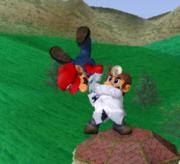 Lanzamiento hacia abajo de Dr. Mario (1) SSBM.png