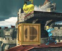 Samus Zero golpeando una caja rodante en Super Smash Bros. Brawl