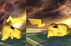 En la imagen de la izquierda, Pikachu va hacia atrás, mientras que en la imagen de la derecha, se mueve hacia adelante.