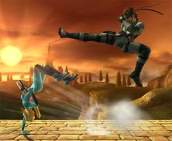 Samus Zero esquivando el Ataque aéreo normal de Snake con una finta hacia el lado izquierdo.