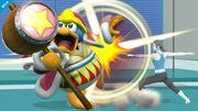 Rey Dedede siendo atacado por la Entrenadora Wiii Fit SSB4 (Wii U).jpg