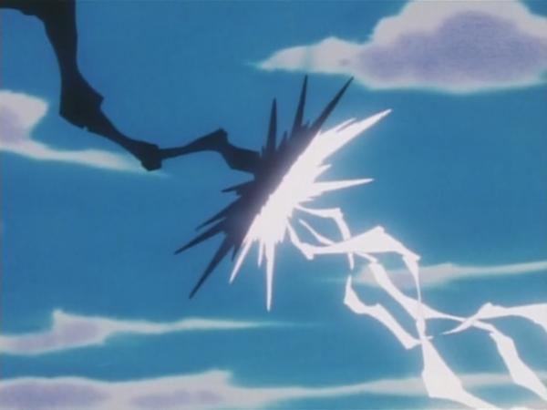 ...que impacta contra el Rayo hielo del Lapras de Ash.