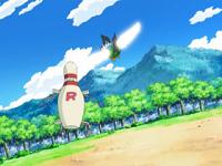 Para golpear al robot del Equipo/Team Rocket.