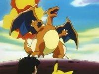 Charizard usando Furia dragón.