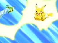Politoed usando pistola agua y Pikachu usando impactrueno...