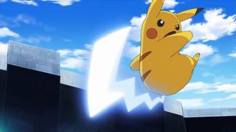 Archivo:EP930 Pikachu de Ash usando cola férrea.png