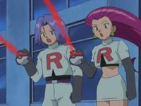 Los Pokémon vuelven a sus Poké Balls mientras sus entrenadores se preguntan por qué.