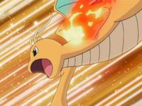 Dragonite usando puño fuego.