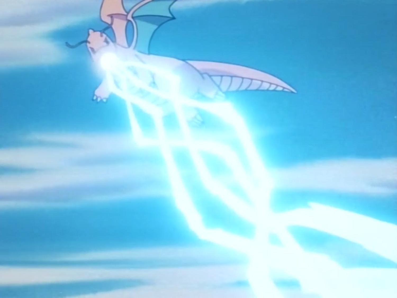 Dragonite usando Rayo hielo.