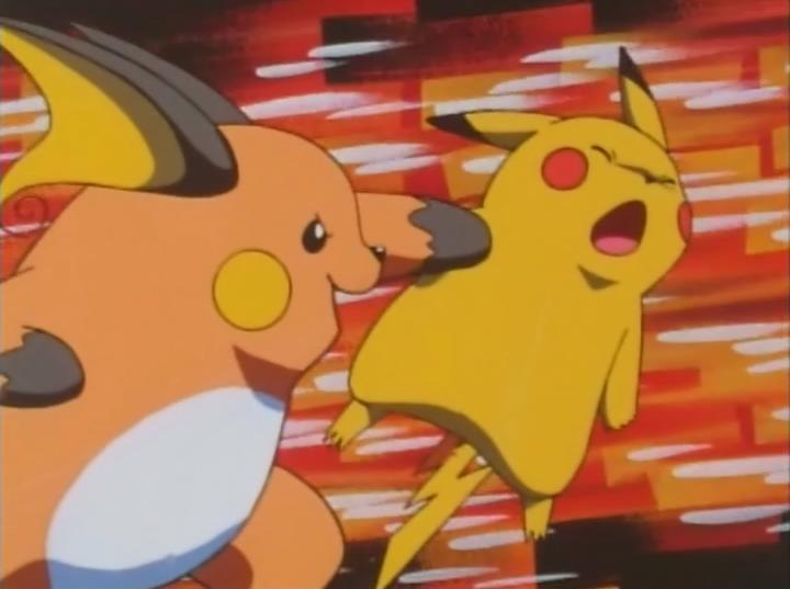 Raichu usando megapuño en Pikachu.