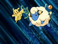 Mareep y Pikachu usando rayo.