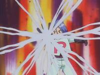 James lanzando telarañas a los Pokémon de Ash, Koga y Aya.