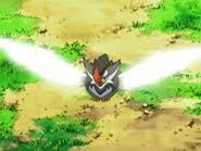 Staraptor usando Ataque ala.