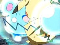 Azurill usando Alivio sobre Pikachu...