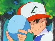 EP231 Ash abrazando el huevo.png