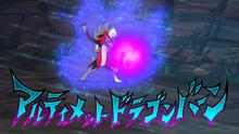 Lycanroc nocturno de Gladion/Gladio usando dracoaliento devastador.