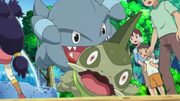 EE14 Gible mordiendo a Axew.png