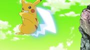EP841 Pikachu de Ash alterno usando cola férrea.png