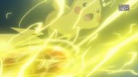Pikachu de Ash usando bola voltio.