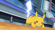 EP1102 Pikachu usando cola férrea.png