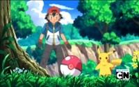 Escena cuando Ash está capturando a Pidove con la gorra volteada.