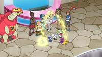Togedemaru de Sophocles/Chris usando pararrayos para atraer el rayo del Pikachu de Ash.