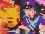 EP045 Agente Mara hablando con Ash.jpg