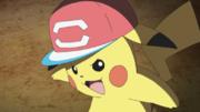 EP1087 Pikachu con la gorra de Ash.png