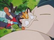 EP041 Meowth besando a Snorlax.jpg