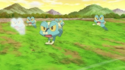 EP856 Froakie usando doble equipo.png