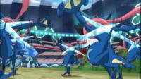 Greninja Ash usando doble equipo.