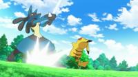 ...para golpear al Pikachu de Ash.