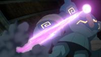 Golurk usando doble rayo.