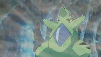 Tyranitar salvaje usando tormenta de arena.