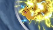 EP759 Pikachu usando Mega Electrobola.png