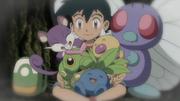 EP924 Ash de pequeño con Pokémon.png