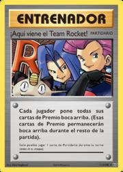 ¡Aquí viene el Team Rocket! (Evoluciones TCG).png