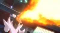 Mega-Houndoom usando lanzallamas.