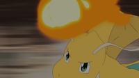 Dragonite de Lance usando puño fuego.