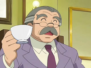 EP553 Señor Backlot tomando un té.png