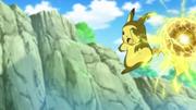 EP833 Pikachu usando bola voltio.png