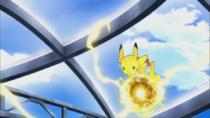 Pikachu usando bola voltio.