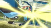 Mega-Charizard X de Alain usando puño trueno.