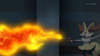 Braixen de Serena usando lanzallamas.