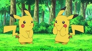 EP642 Ditto imitando a Pikachu.jpg