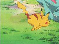 Pikachu de Ash usando placaje.