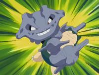 Steelix usando atadura contra Snorlax de Ash.