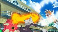 Lycanroc de Ash usando mordisco (derecha).