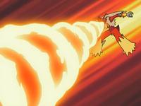 Blaziken usando giro fuego.